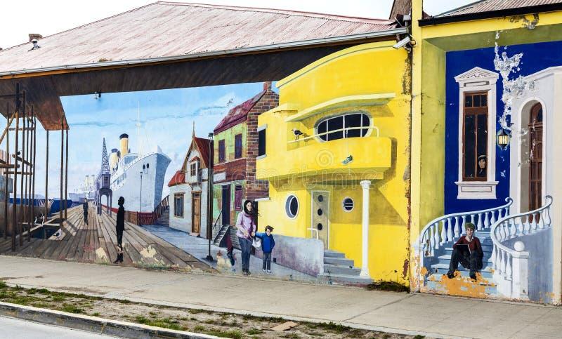 Graffiti Colourful quello di decorazione delle vie principali a Punta Arenas fotografia stock libera da diritti