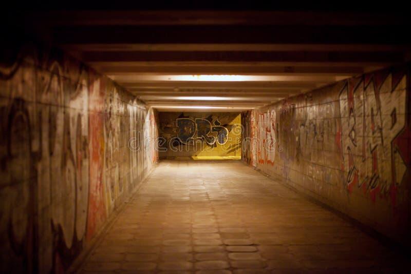 Graffiti dans le passage souterrain photographie stock libre de droits