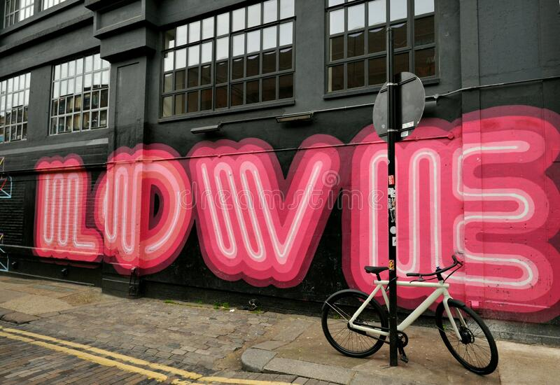 Graffiti de amor en las calles de Shoreditch, Londres, Inglaterra imagenes de archivo