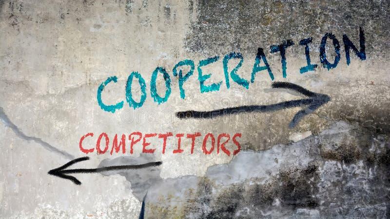 Graffiti de mur à la coopération contre des concurrents photographie stock libre de droits