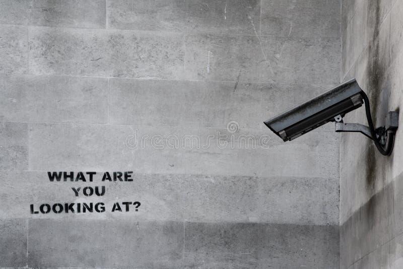 Graffiti de télévision en circuit fermé de Banksy images libres de droits