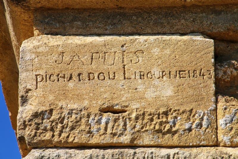 Graffiti des 19. Jahrhunderts auf Pont DU Gard, S?d-Frankreich lizenzfreie stockfotos