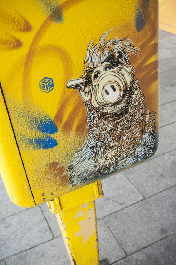 graffiti di ALF sulla cassetta delle lettere fotografia stock libera da diritti