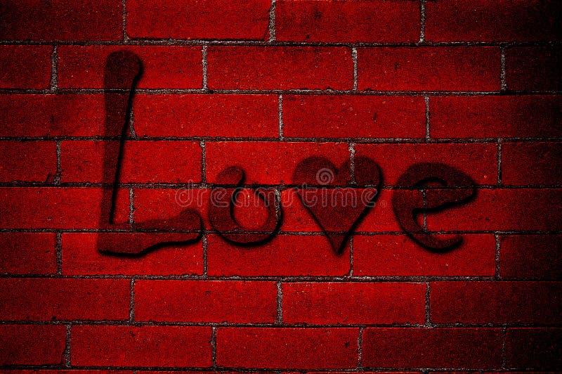Graffiti di amore sul muro di mattoni rosso fotografia stock