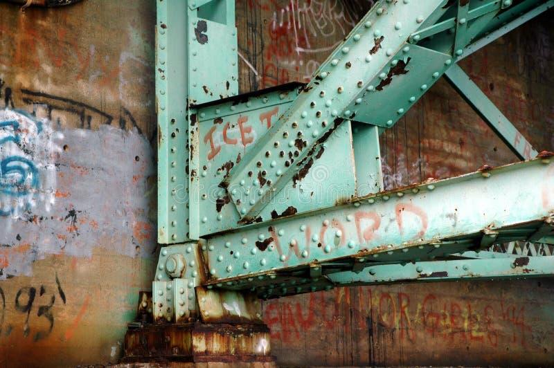Graffiti di sostegno del ponticello immagine stock
