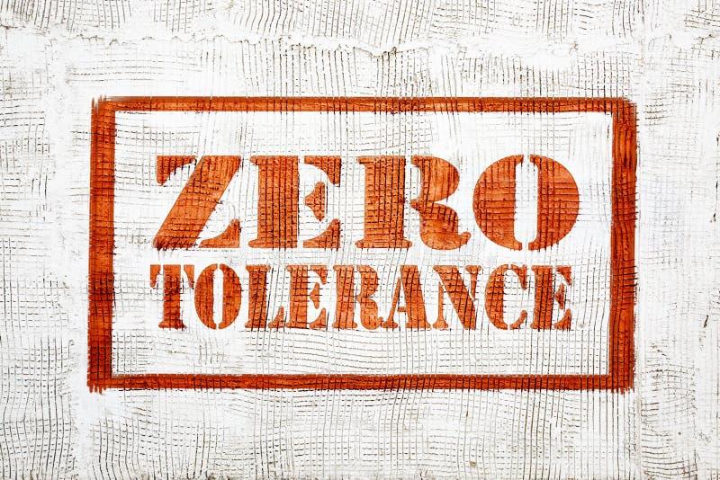 Graffiti di tolleranza zero sulla parete dello stucco immagini stock