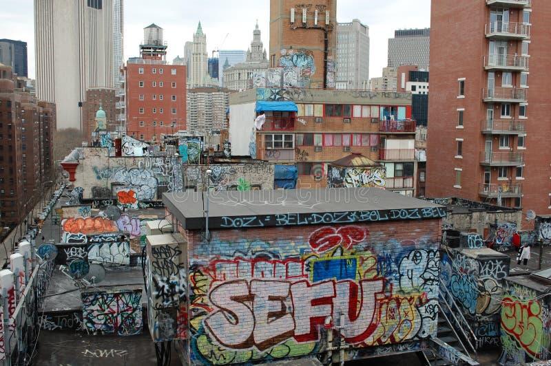Graffiti e ruggine urbana a New York City immagine stock libera da diritti