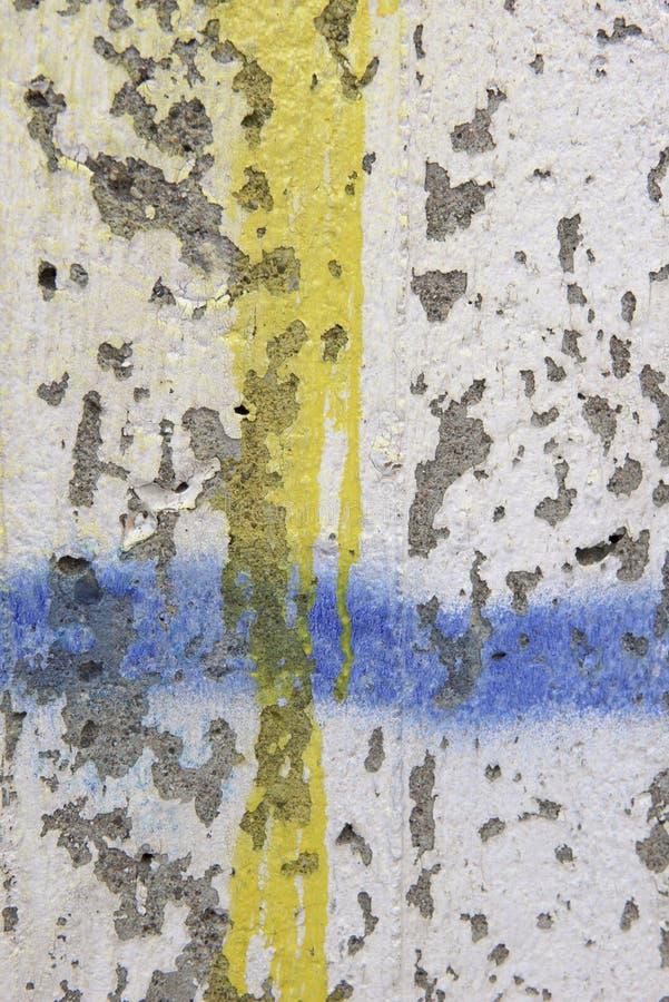 Graffiti e sfaldamento sulla parete fotografie stock libere da diritti