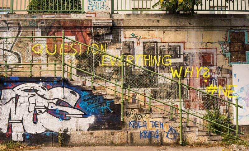 Graffiti - Frage alles lizenzfreies stockbild