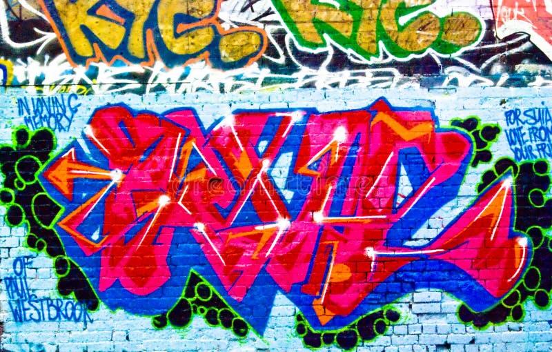Graffiti: Muro di mattoni strutturato fotografia stock libera da diritti