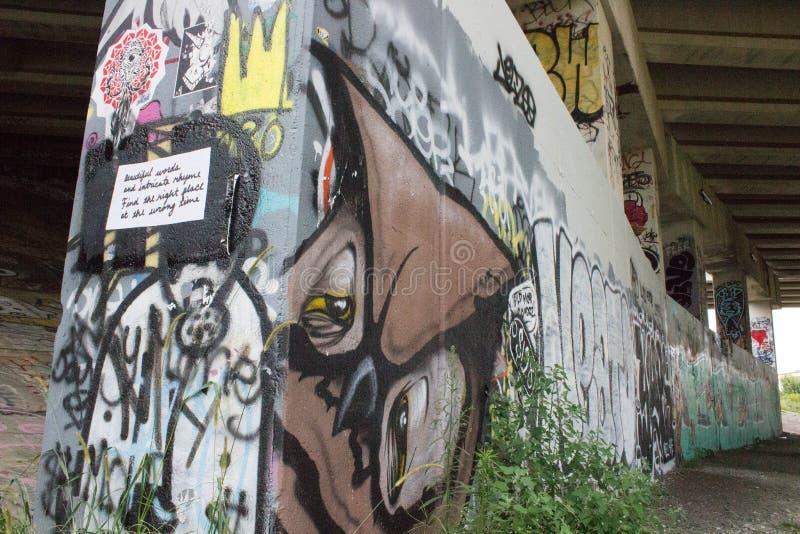 Graffiti onder de Brug stock foto