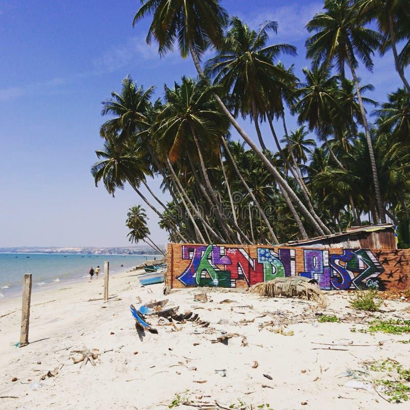 Graffiti op het tropische strand in Mui-Ne stock foto's