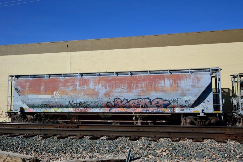 Graffiti rouillé abandonné de voiture de train image libre de droits