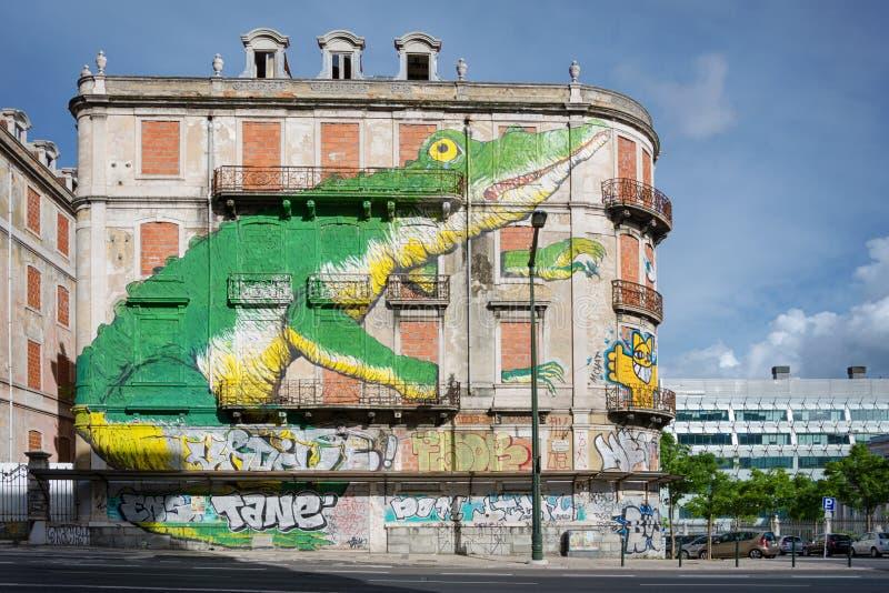 Graffiti su un muro di mattoni di vecchia casa immagine for Costi di costruzione casa di mattoni