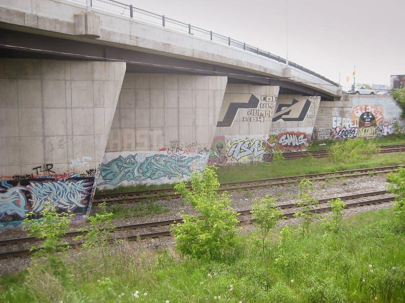 Graffiti sul ponte della via di Dundas, Toronto, Canada fotografia stock libera da diritti