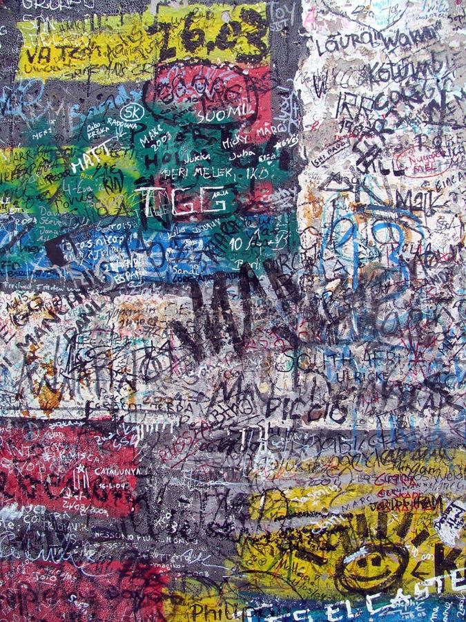Graffiti sul vecchio muro di Berlino immagine stock libera da diritti