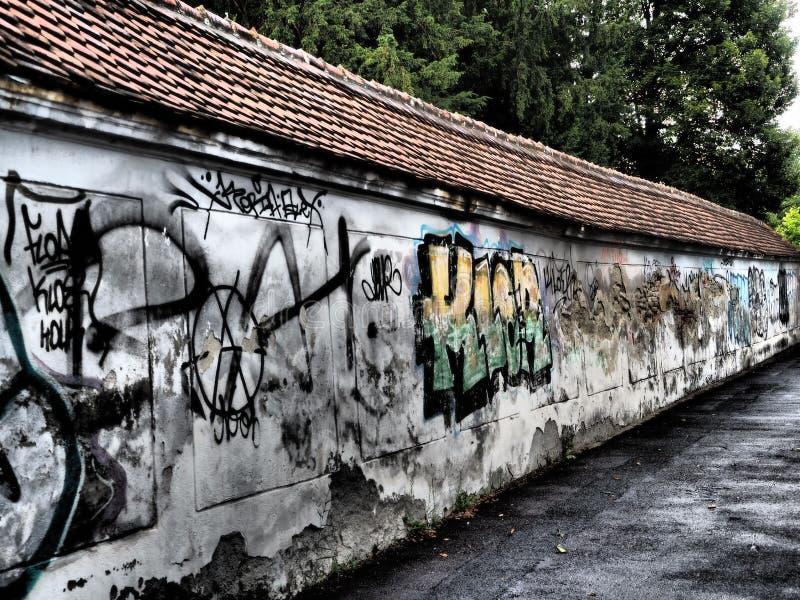 Graffiti sulla parete fotografia stock libera da diritti