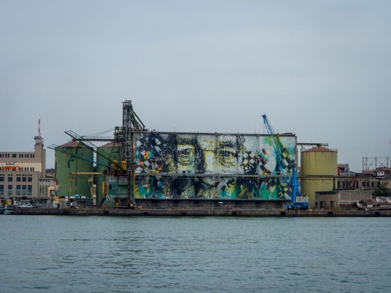 Graffiti sulla parete del bacino a Catania, Italia fotografia stock libera da diritti
