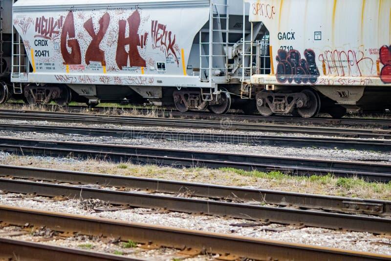 Graffiti sulle automobili di trasporto a Stratford, Ontario, Canada immagini stock
