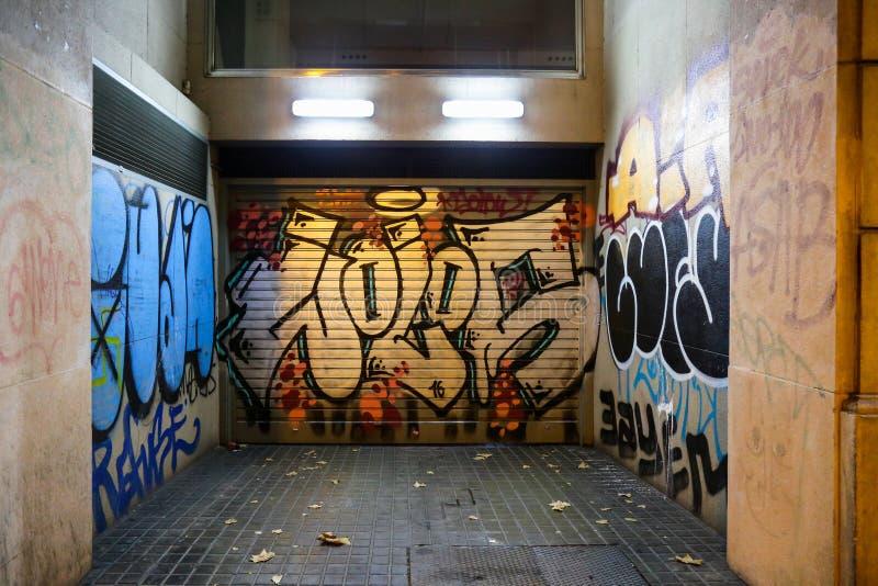 Graffiti sur le 'Barcelone de la porte ÑˆÑ de garage photographie stock libre de droits