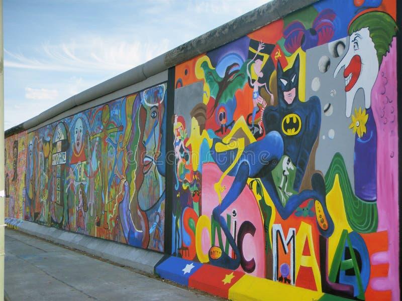 Graffiti sur le vieux mur de Berlin images libres de droits