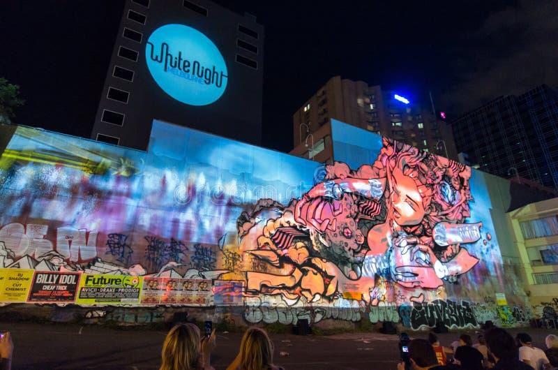 Graffiti tracé pendant la nuit blanche photo stock