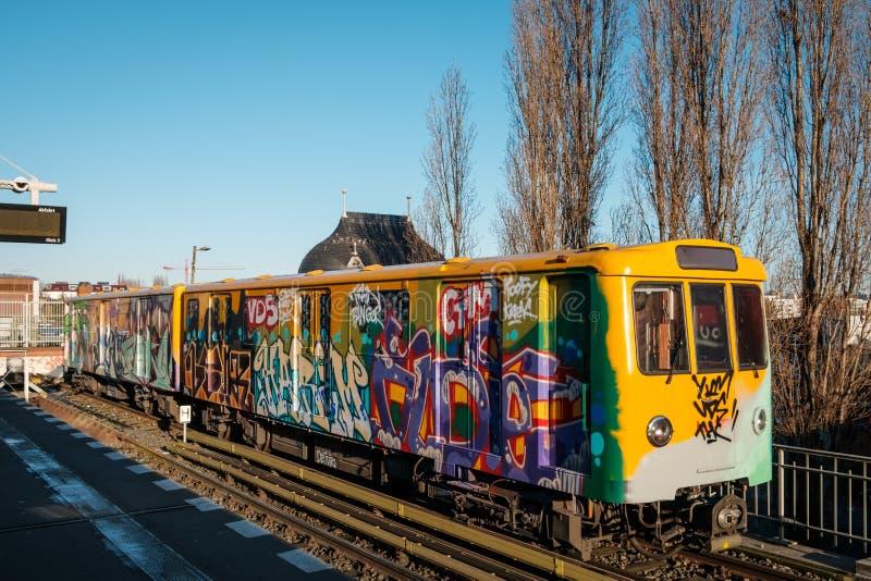 Graffiti U-Bahn, metro przy Warschauer Strasse stacją w Berlin/ fotografia stock