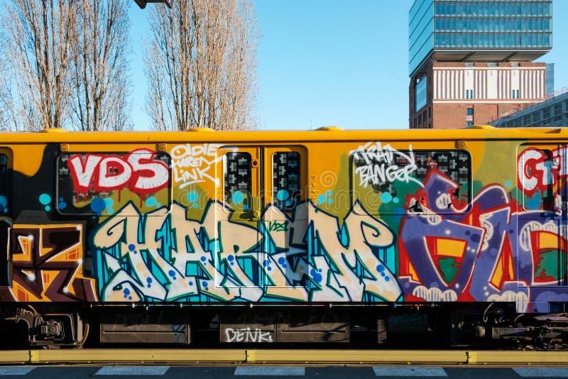 Graffiti U-Bahn, metro przy Warschauer Strasse stacją w Berlin/ zdjęcie royalty free
