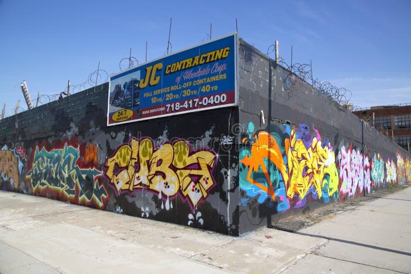 Graffiti ummauern an Ost-Williamsburg-Nachbarschaft in Brooklyn, New York stockbild