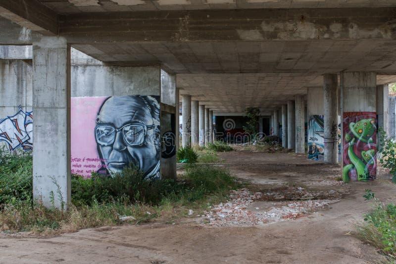 Graffiti in un vecchio cantiere fotografia stock