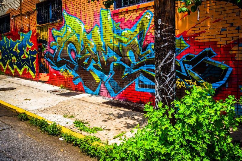 Graffiti variopinti su una costruzione di mattone in piccolo cinque punti, Atl immagini stock libere da diritti