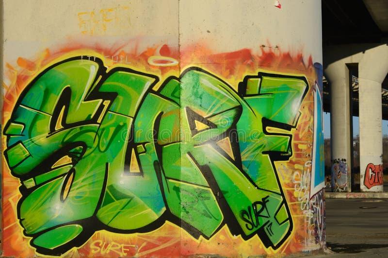 graffiti Vert-orange sous le pont photo libre de droits