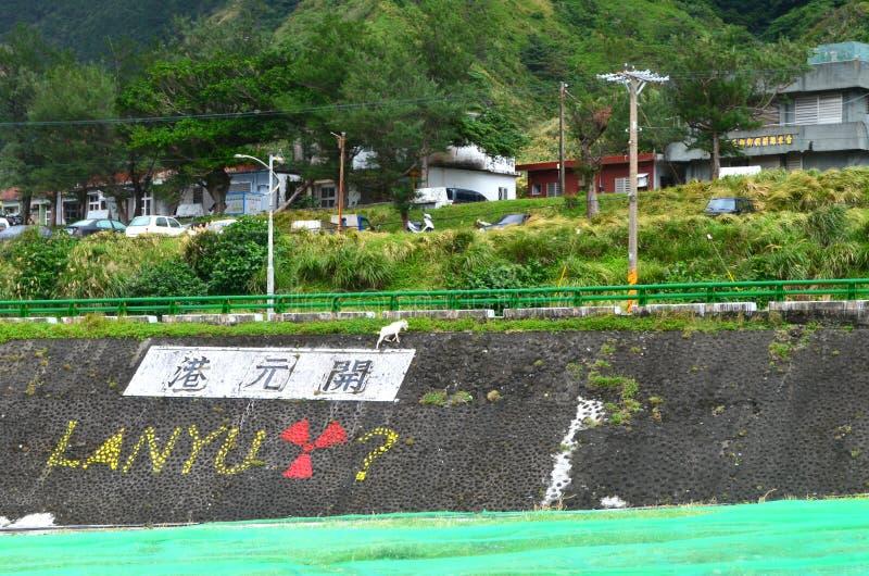 Graffiti w Kaiyuan schronieniu potępia magazyn radiactive odpady w Lanyu wyspie obraz stock