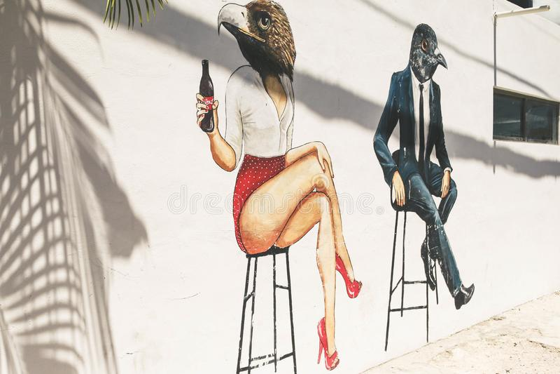 Graffitii que dibuja el arte blanco de Wall Street del pájaro humano fotografía de archivo