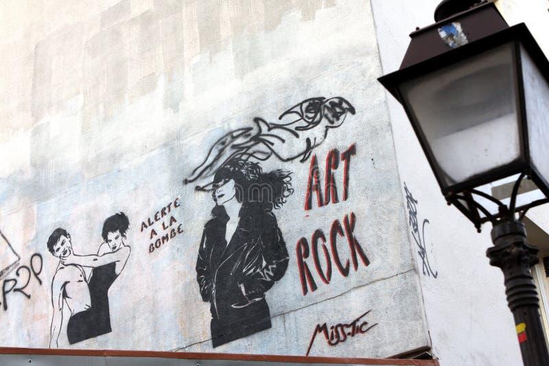 Graffitis sur une barre à Paris images stock