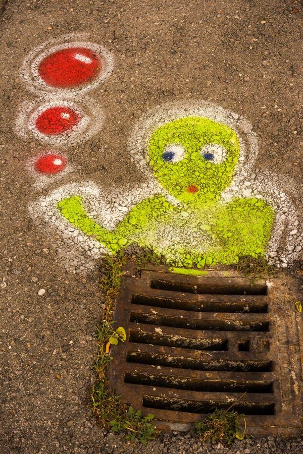 Graffitti hinunter den Abfluss lizenzfreies stockbild