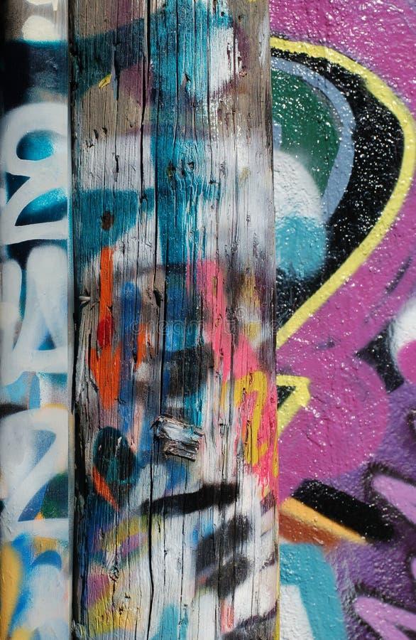 Graffity op post royalty-vrije stock afbeeldingen