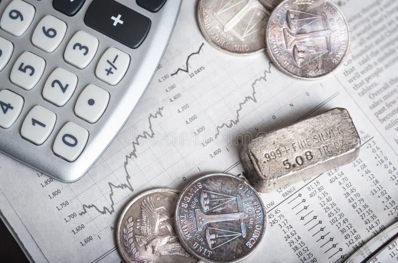 Grafici del mercato azionario d'argento e fotografia stock