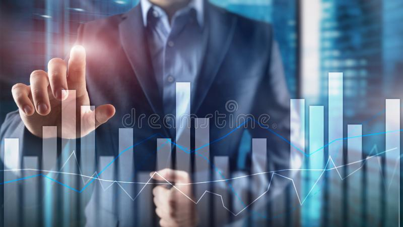 Grafici e grafici finanziari sul fondo vago del centro di affari Invesment e concetto commerciale immagine stock