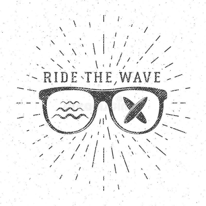 Grafici e manifesto praticanti il surfing dell'annata per web design o la stampa Emblema di vetro del surfista, progettazione di  illustrazione vettoriale