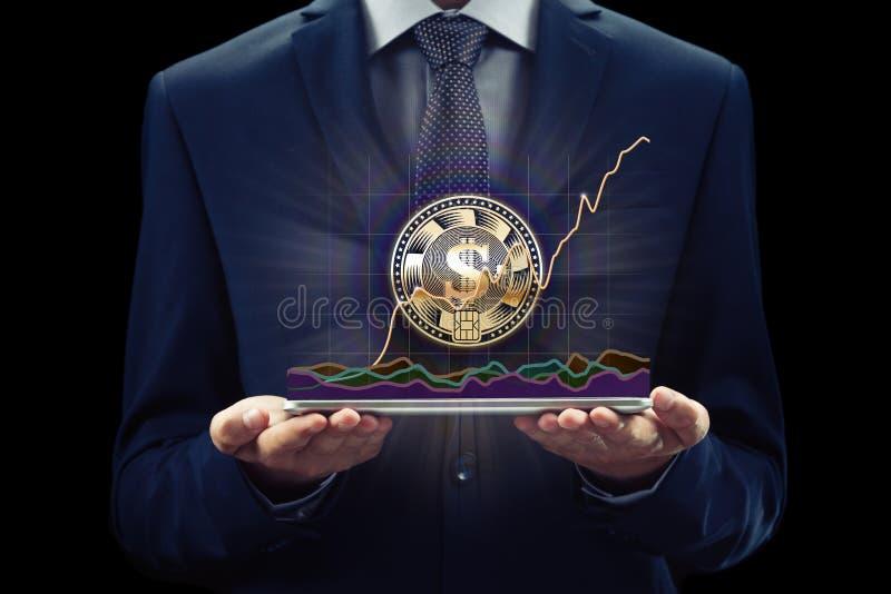 Grafico di Cryptocurrency sul cambio dello schermo virtuale Concetto di affari, di finanza e di tecnologia Moneta del pezzo, cate fotografie stock libere da diritti