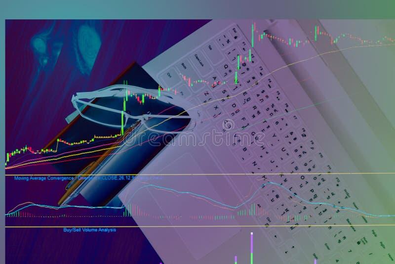 Grafico di riserva del modello sul concetto del computer portatile fotografia stock