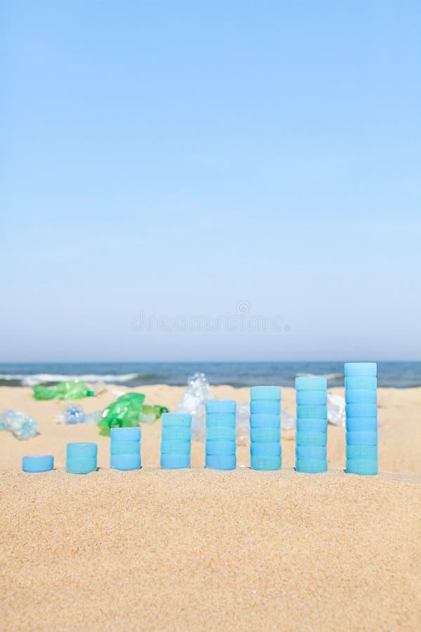 Grafico fatto dei tappi di bottiglia di plastica immagini stock libere da diritti