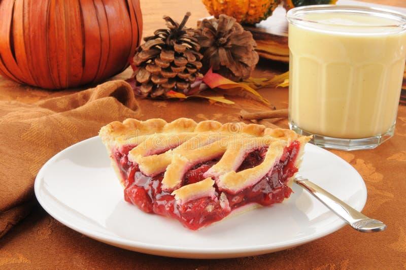 Grafico a torta della ciliegia con zabaione fotografie stock