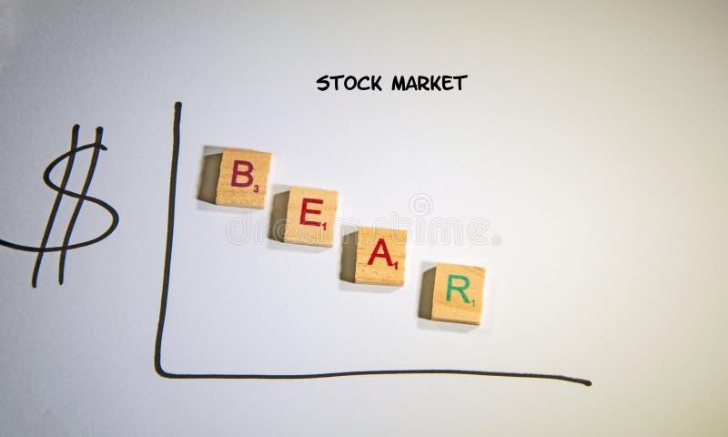 Grafiek die op een benedenbeereffectenbeurs wijzen royalty-vrije stock afbeelding