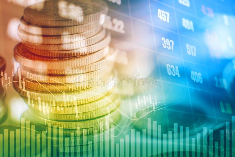 Grafiek op rijen van muntstukken voor financiën en bankwezen op digitale voorraad stock afbeeldingen
