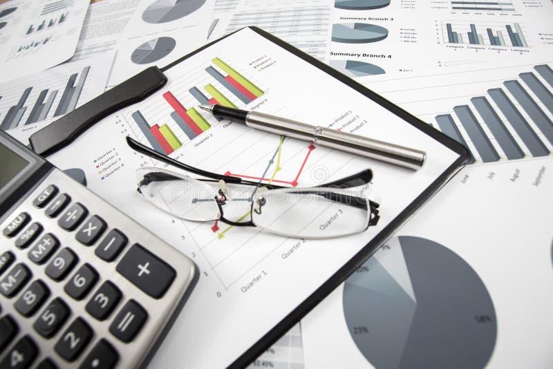 Grafieken en Grafiekenrapport royalty-vrije stock foto