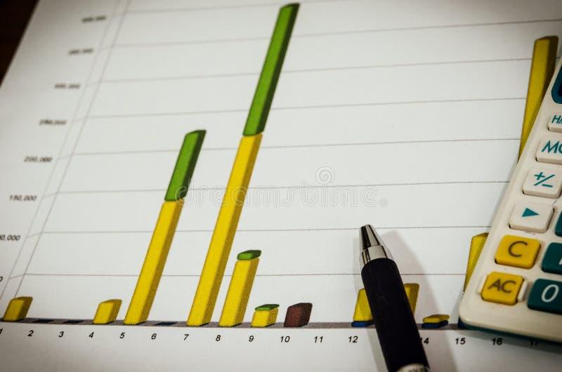 Grafieken en pen royalty-vrije stock foto