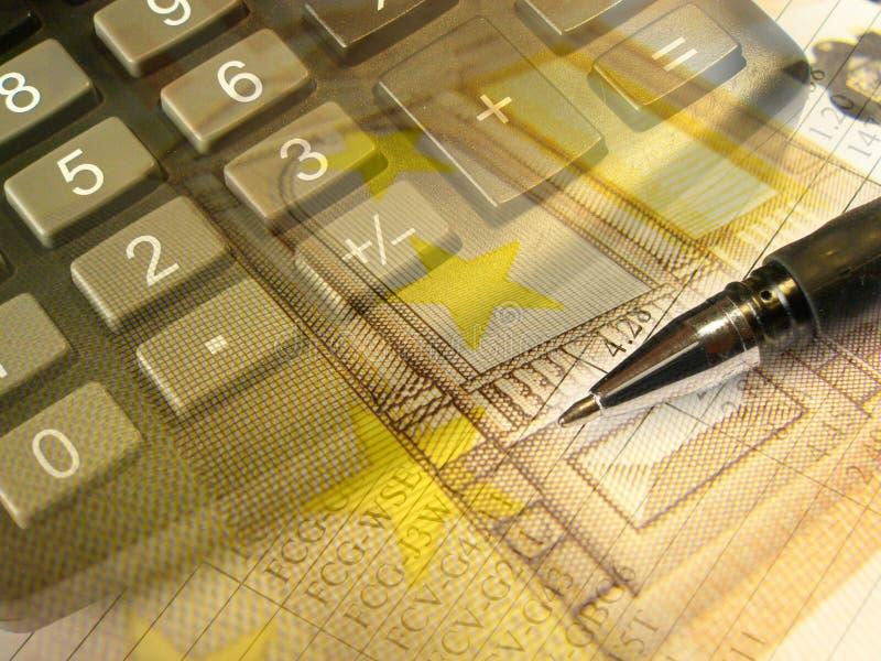 Grafik, Feder, Geld und Tastatur, Collage stockfotos