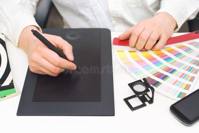 Grafikdesigner bei der Arbeit stockfotografie